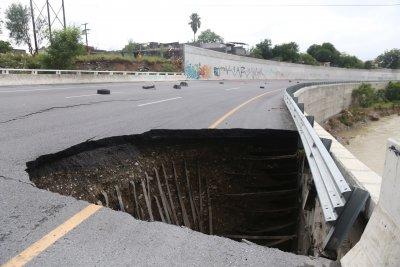 Наводнения, боклуци и разрушени пътища след урагана Хана в Мексико (Снимки)