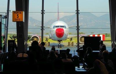 Австрия отваря летището във Виена за самолети от и за България