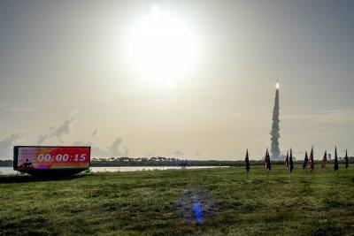 НАСА изстреля новия си марсоход. Търси следи от живот