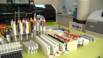 Дълги опашки пред лабораториите за PCR тестове в Бургас