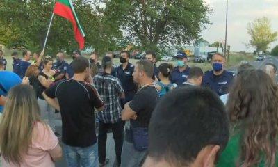 """Полицията блокира автошествието, тръгнало да блокира """"Тракия"""""""