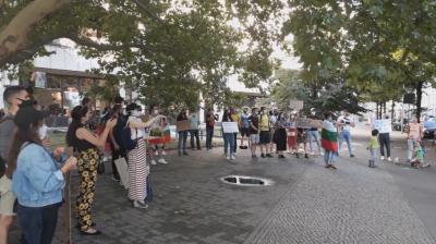 Българи в Германия протестират срещу правителството и главния прокурор