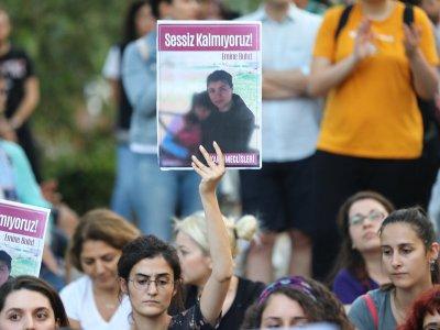 Бруталните убийства на жени, които разтърсиха Турция