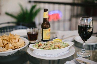 От днес: ДДС за виното и бирата става 9%