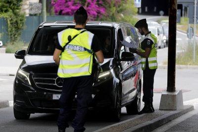 Автомобил се вряза в тълпа от хора във Франция, 13 са ранени