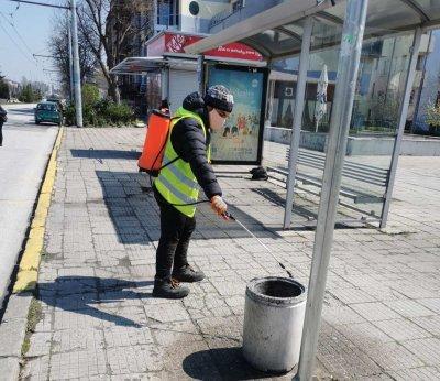 Продължава дезинфекцията на спирките на градския транспорт в Пловдив