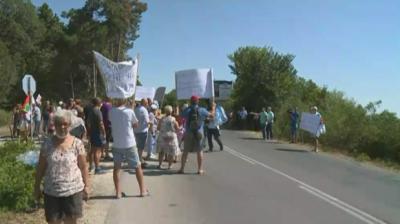 Протест заради безводие затвори пътя Златни пясъци - Кранево