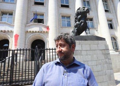 Христо Иванов внесе сигнал до всички прокурори за първия изтекъл запис, за който се твърди, че е с Борисов