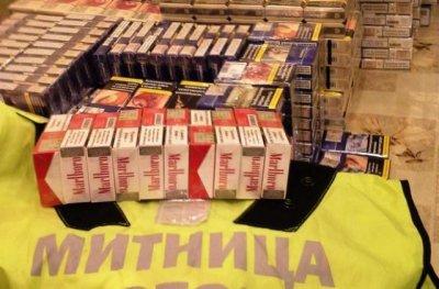 """Откриха цигари в тайници на микробус на """"Дунав мост"""" при Русе"""