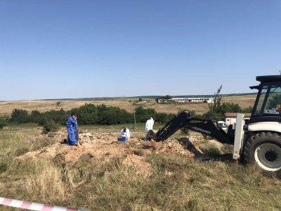 Откриха тонове заровени пестициди край Койнаре и Радомирци