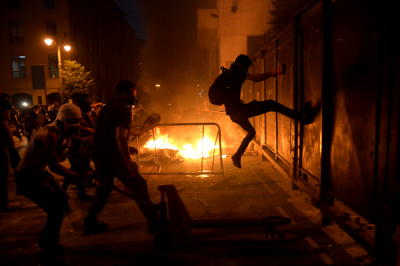 Сълзотворен газ срещу протестиращите в Ливан