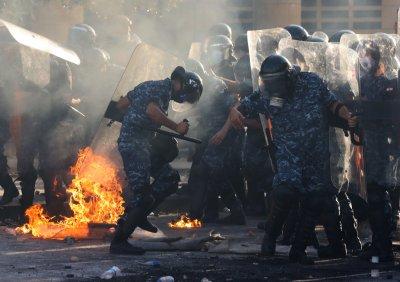 Ал Джазира: Над 700 ранени при протестите в Бейрут (Снимки)