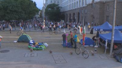 32-и ден на протести в София - остават блокадите на Орлов мост, Министерския съвет и Ректората