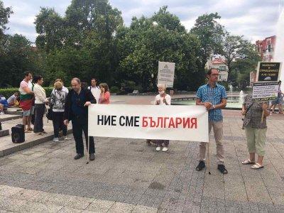 Поредна вечер на протест в Пловдив (СНИМКИ)