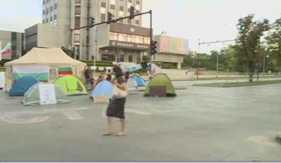 Продължава блокадата и пред Община Варна