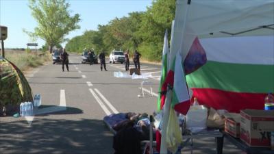 Остават блокадите пред Община Варна и на пътя Стара Загора - Хасково