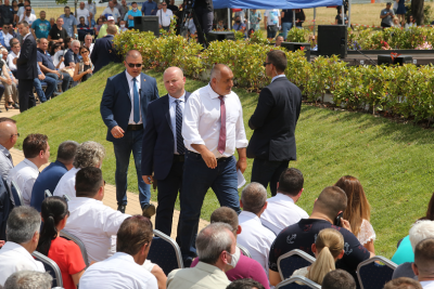 Борисов заяви, че е готов да се оттегли, но правителството да остане