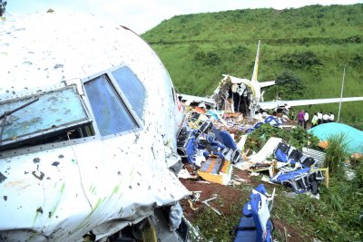Открита е черната кутия на катастрофиралия в Индия самолет