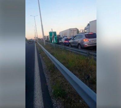 """Протестиращи блокираха АМ """"Марица"""" при Свиленград, образуваха се колони от автомобили"""