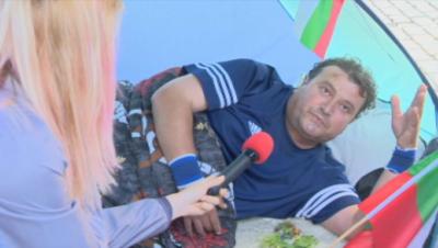 Пети ден пред Министерския съвет продължава гладната стачка на Владимир Генов