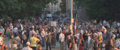 НА ЖИВО: 26-и ден на антиправителствени протести: Три столични кръстовища остават блокирани