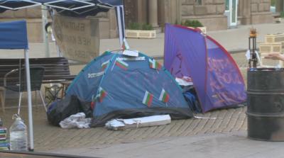 """Майките от """"Системата ни убива"""" преместиха палатките си на """"Дондуков"""""""