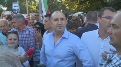 Румен Радев: Дневният ред е ясен - незабавна и безусловна оставка