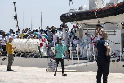 150% ръст на мигранти към Италия през последната година