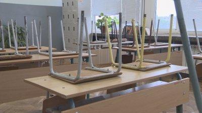 В класните стаи или пред компютъра - как ще започне учебната година?
