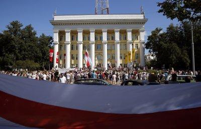 На фона на протестите в Беларус президентът Александър Лукашенко поиска нова Конституция