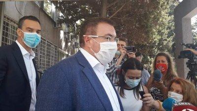 Здравният министър: Намалява заболеваемостта от COVID-19 в страната