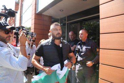 """Николай Бареков окупира централата на """"Да, България!"""", поиска да се срещне с Христо Иванов"""
