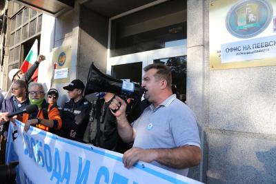 43-и ден на протести: Сградата на КПКОНПИ беше блокирана с искане за оставка на Сотир Цацаров