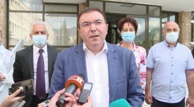 Министър Ангелов: Медицинските специалисти са обезпечени с лични предпазни средства за три месеца напред