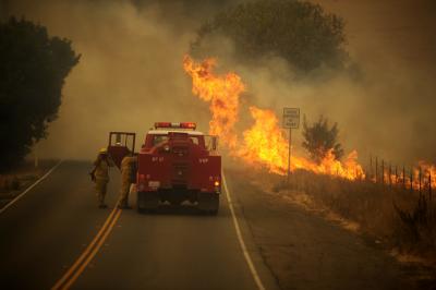 Калифорния получи федерална помощ за борба с пожарите