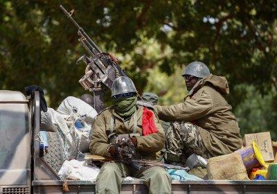 Бунтовници в Мали задържаха президента и премиера