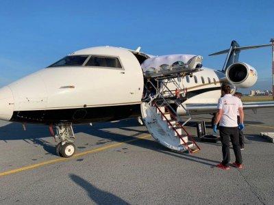 Самолетът с Навални излетя от летището в Омск