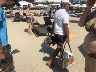 Чироз замени семките на плажа в Слънчев бряг (Снимки)