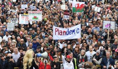 Хиляди протестират в Лондон срещу ограниченията заради COVID-19