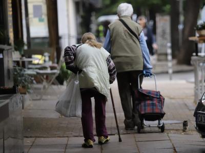 Изплащат пенсиите и 50 лв. добавка от 8 септември