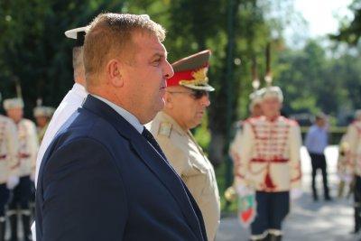 Каракачанов: Сега е критичният момент, в който да положим усилия, за да имаме силна и достойна Българска армия
