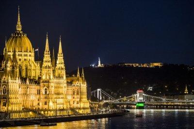 Унгария затваря границите за чужденци от 1 септември
