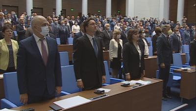 Първо заседание на парламента след ваканцията, протест посрещна депутатите