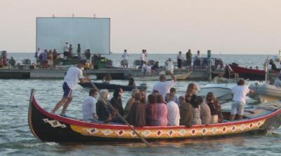 Плаващо кино във Венеция