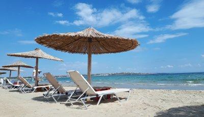 Спад на чуждите туристи над 80%, лек ръст на българските по Южното Черноморие