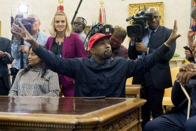 Кание Уест продължава щурма си към Белия дом