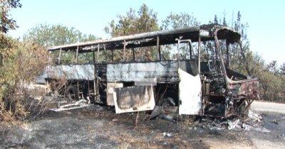 Автобус с военни се запали и изгоря на пътя Силистра - Варна