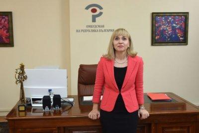 Омбудсманът Диана Ковачева пита МОН за 70 000 деца без таблети и достъп до интернет