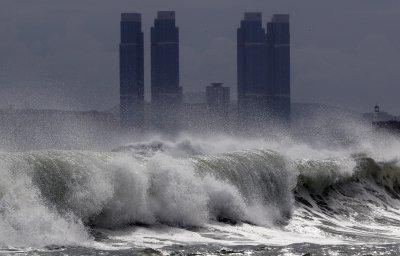 Ураган помете 60 моста и над 2000 къщи в Северна Корея