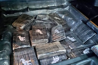 Задържаха мъж и жена, опитали да пренесат през граница кокаин за над 5 млн. лв.
